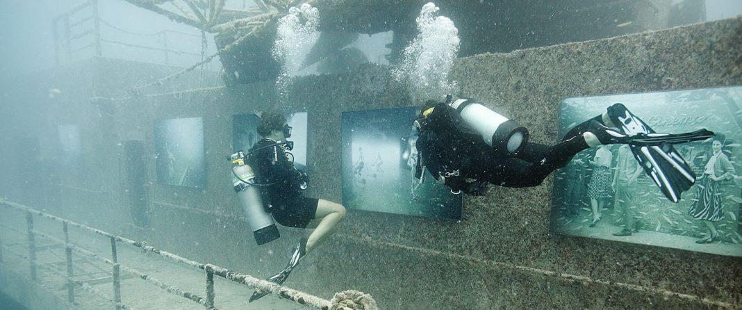 Exposición submarina de las obras de Andreas Franke