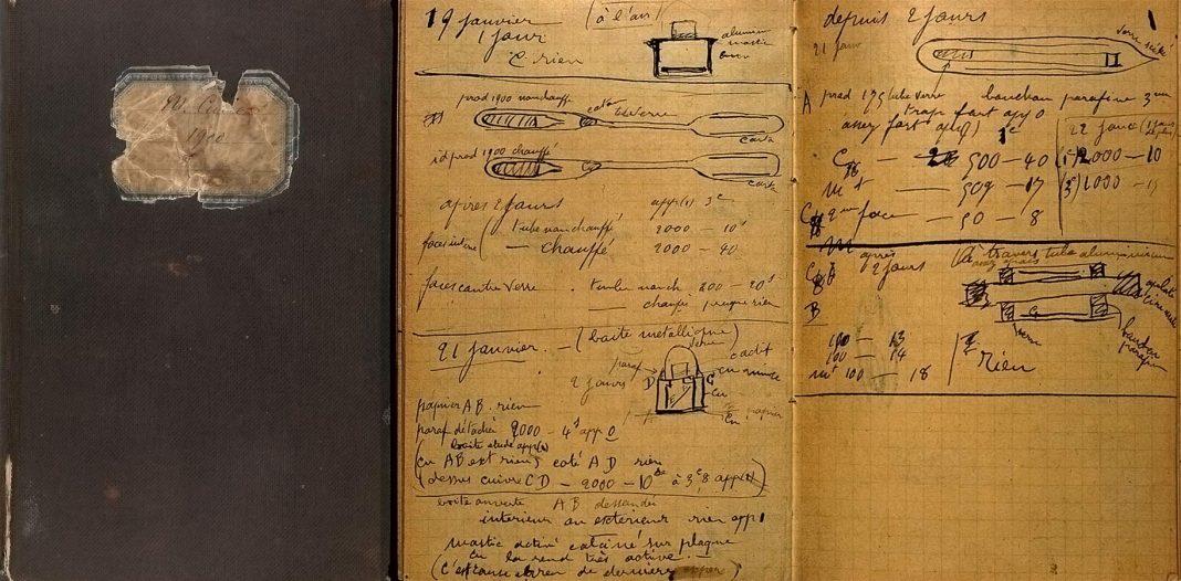 """El cuaderno de notas de Marie Curie, considerado el """"libro"""" más peligroso del mundo."""