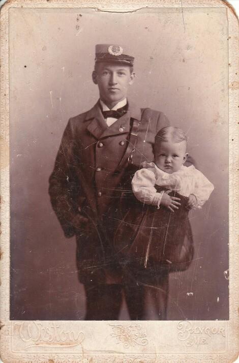 Existe constancia de al menos dos niños que fueron enviados por correo postal antes de que las leyes lo prohibieran.
