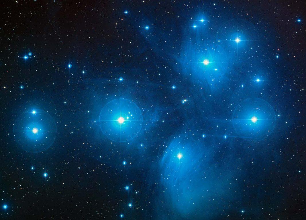 Imagen del cúmulo de las Pléyades, tomada desde el Observatorio Astronómico del Monte Palomar, en San Diego, California.