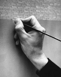 Detalle de Roman Opalka trabajando en uno de sus Detalles