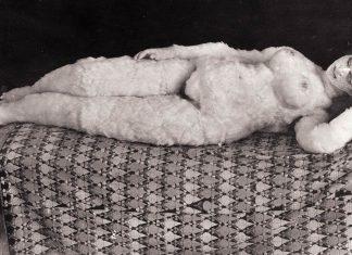 La muñeca de Oskar Kokoschka, tumbada.